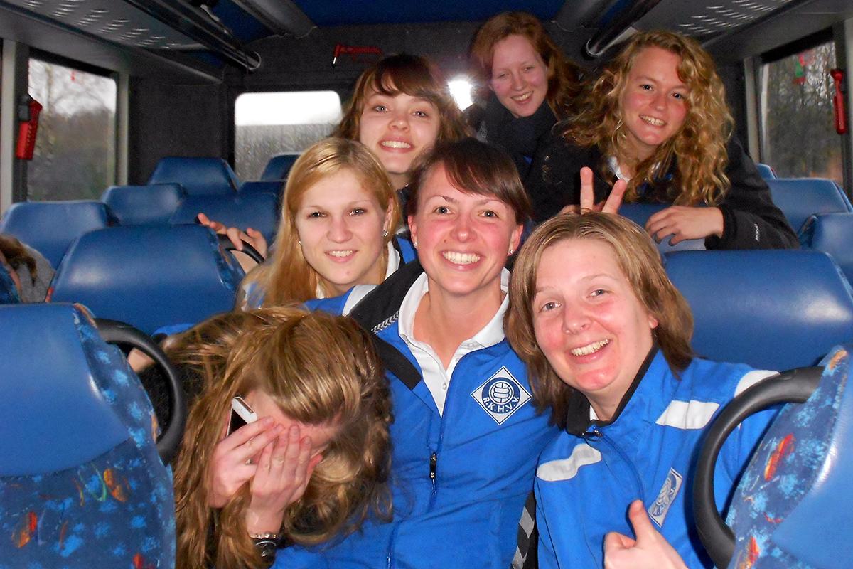 RKHVV dames in bus