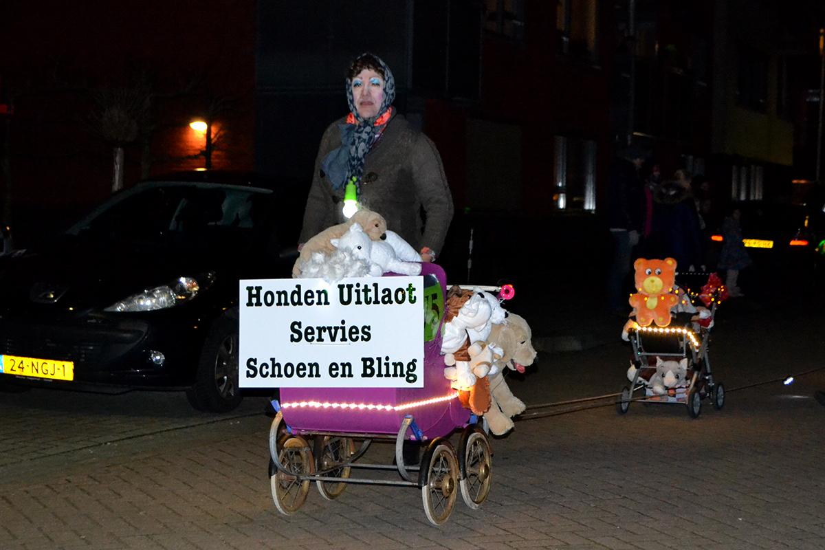 Foto\'s verlichte optocht Gendt... - Omroep Lingewaard